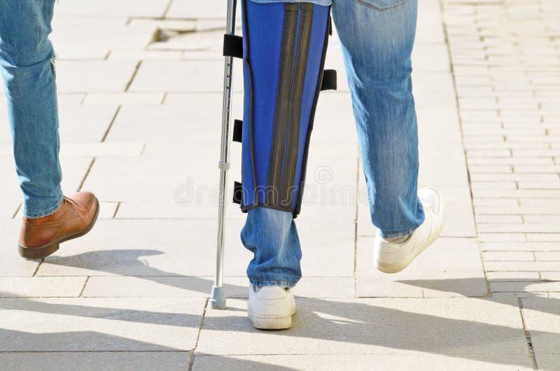 Επίδεσμος σε ένα επώδυνο πόδι στοκ φωτογραφίες με δικαίωμα ελεύθερης χρήσης
