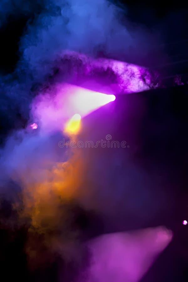 Επίκεντρα στη σκηνή ή τη συναυλία στοκ εικόνα με δικαίωμα ελεύθερης χρήσης