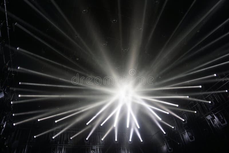 Επίκεντρα, συνδέοντας ακτίνες του ελαφριού υποβάθρου στοκ φωτογραφία με δικαίωμα ελεύθερης χρήσης