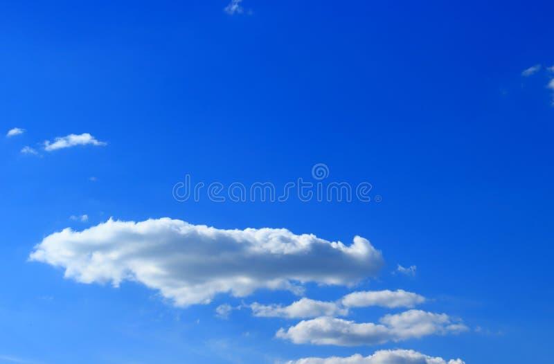 Επίπεδα σύννεφα στον ουρανό στοκ φωτογραφία με δικαίωμα ελεύθερης χρήσης