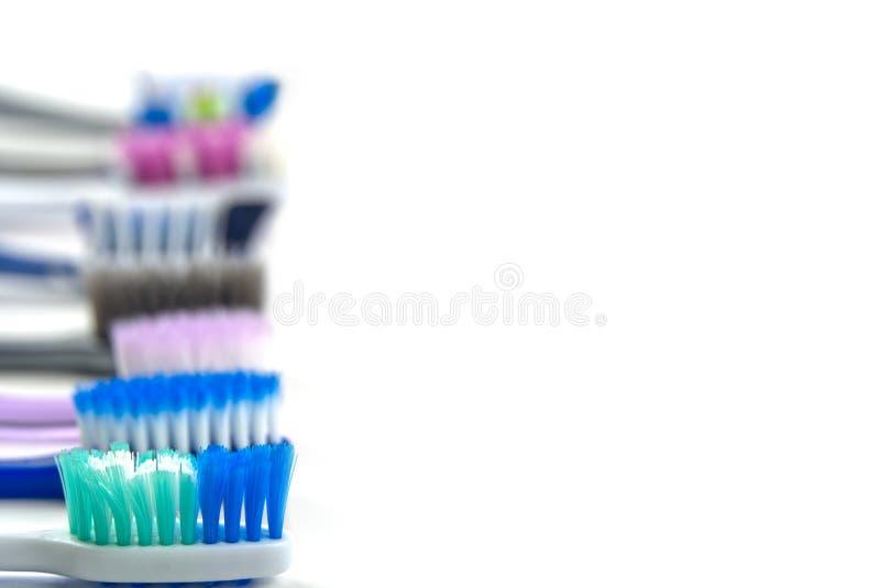 Επίπεδες οδοντόβουρτσες σε λευκό φόντο με κενό στοκ φωτογραφίες με δικαίωμα ελεύθερης χρήσης