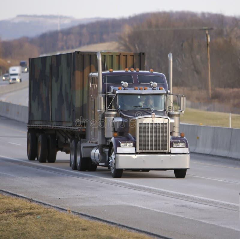 επίπεδης βάσης ημι truck στοκ εικόνες με δικαίωμα ελεύθερης χρήσης