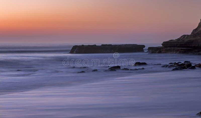 Επίπεδη ακτή του Σαν Ντιέγκο Καλιφόρνια πεύκων Torrey βράχου άποψης ηλιοβασιλέματος στοκ φωτογραφίες