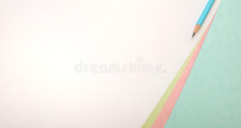 Επίπεδος βάλτε, άσπρο ρόδινο μπλε κενό πρότυπο φωτογραφιών για το σχέδιο στοιχείων υποβάθρου για το μήνυμα, απόσπασμα, τοποθέτηση στοκ φωτογραφία με δικαίωμα ελεύθερης χρήσης