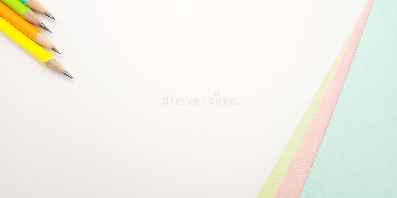 Επίπεδος βάλτε, άσπρο ρόδινο μπλε κενό πρότυπο φωτογραφιών για το σχέδιο στοιχείων υποβάθρου για το μήνυμα, απόσπασμα, τοποθέτηση στοκ φωτογραφίες