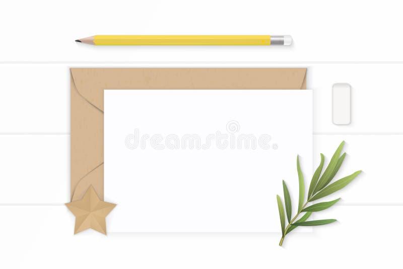Επίπεδος βάλτε την κομψές άσπρες γόμα μολυβιών φύλλων τραχουριού φακέλων εγγράφου του Κραφτ επιστολών σύνθεσης τοπ άποψης κίτρινε στοκ εικόνα