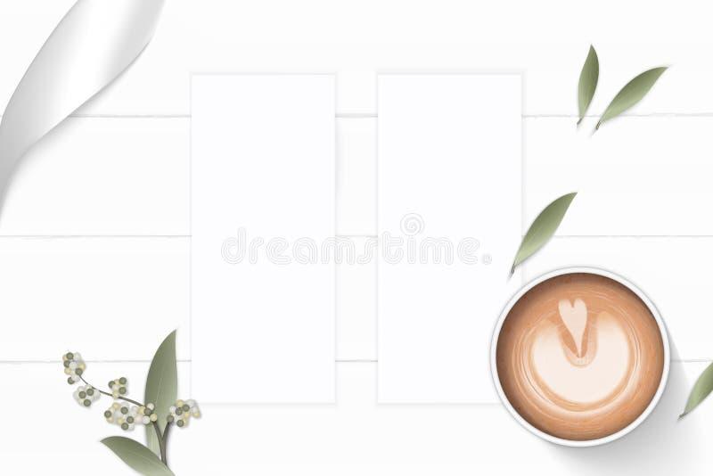 Επίπεδος βάλτε τον κομψό άσπρο καφέ φύλλων λουλουδιών εγγράφου σύνθεσης τοπ άποψης και την ασημένια κορδέλλα στο ξύλινο υπόβαθρο διανυσματική απεικόνιση