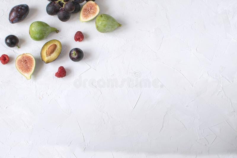 Επίπεδο kay ιταλικό σμέουρο άσπρο β δαμάσκηνων σταφυλιών σύκων ορεκτικών κρασιού στοκ εικόνα