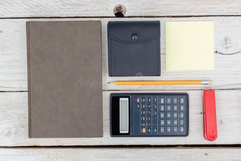 Επίπεδος βάλτε: ημερολόγιο και υπολογιστής στοκ εικόνα