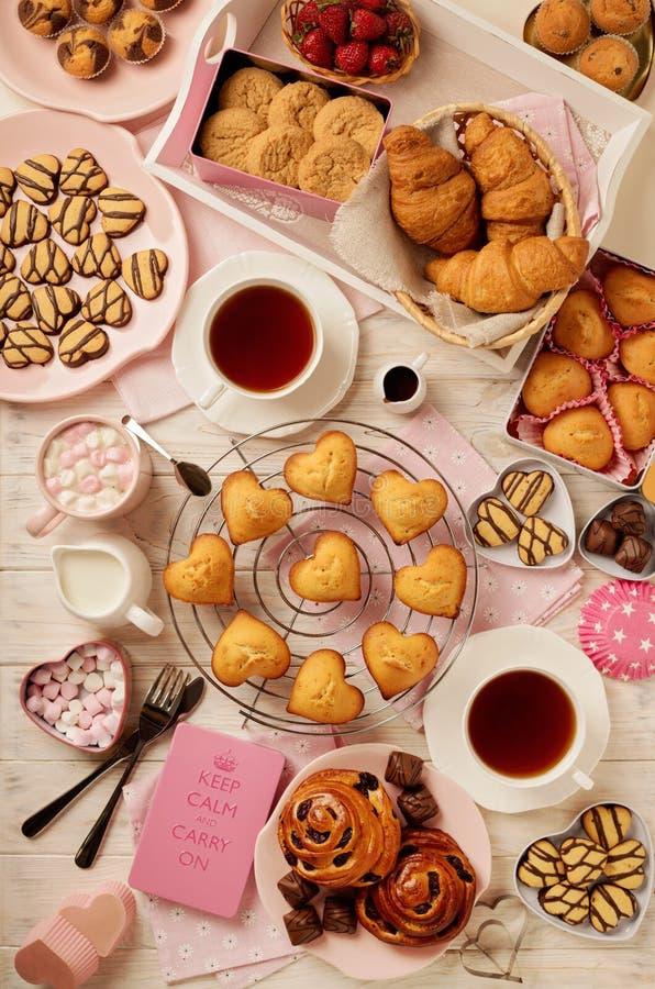 Επίπεδος βάλτε τα κέικ και τα μπισκότα, muffins και τους ρόλους, τα μπισκότα και το swee στοκ φωτογραφία με δικαίωμα ελεύθερης χρήσης