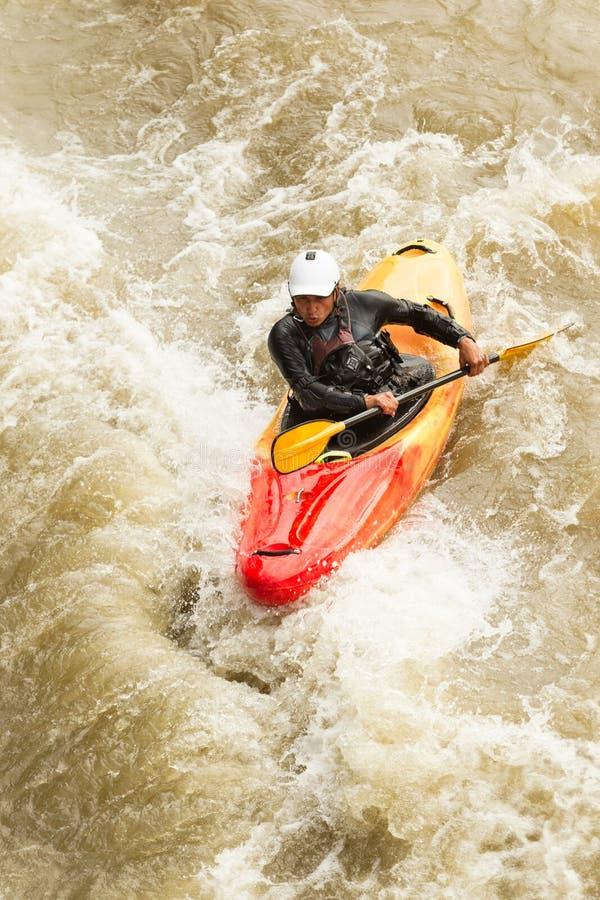 Επίπεδο πέντε Whitewater ακραίο Kayaking στοκ εικόνες
