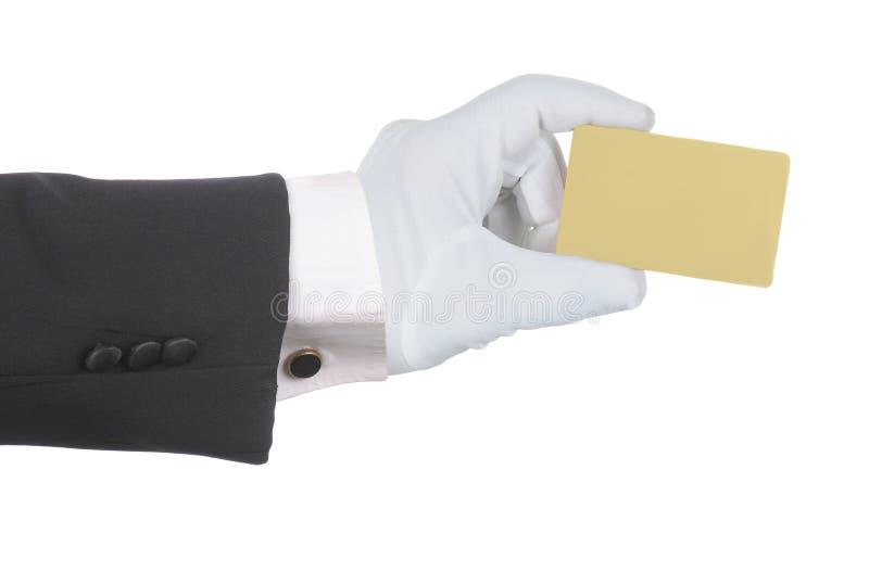 Επίσημο φορημένο γάντια χέρι που κρατά μια κενή χρυσή πίστωση ή χρεωστική μια κάρτα απομονωμένη πέρα από το λευκό στοκ φωτογραφίες με δικαίωμα ελεύθερης χρήσης