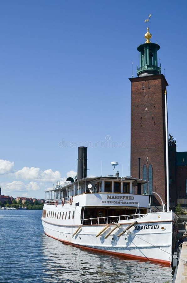 Επίσκεψη της βάρκας από το Δημαρχείο στη Στοκχόλμη στοκ φωτογραφίες
