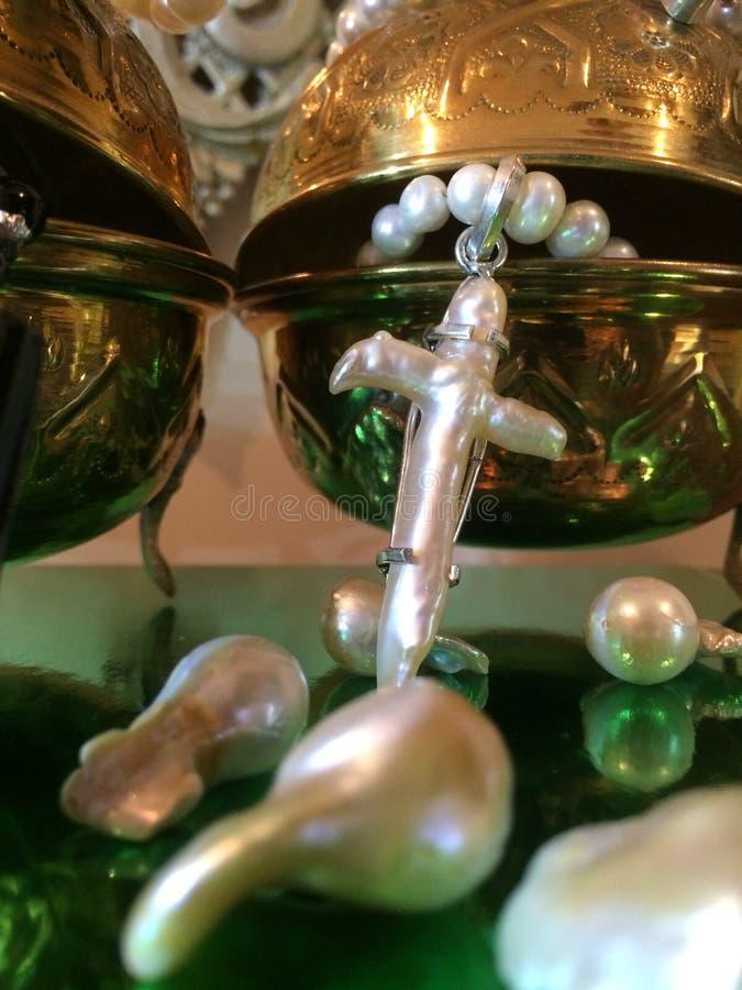 Επίδειξη κοσμημάτων των χαλαρών Nucleated μαργαριταριών Kasumi & του χειροτεχνικού περιδεραίου μαργαριταριών φουσκαλών στοκ εικόνες