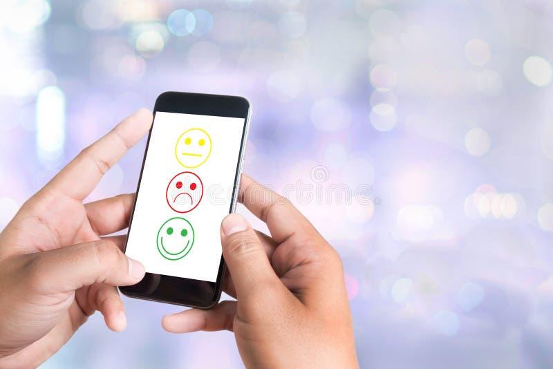 επίλεκτος ευτυχής επιχειρησιακών ατόμων στην αξιολόγηση ικανοποίησης; θολωμένος στοκ εικόνα με δικαίωμα ελεύθερης χρήσης