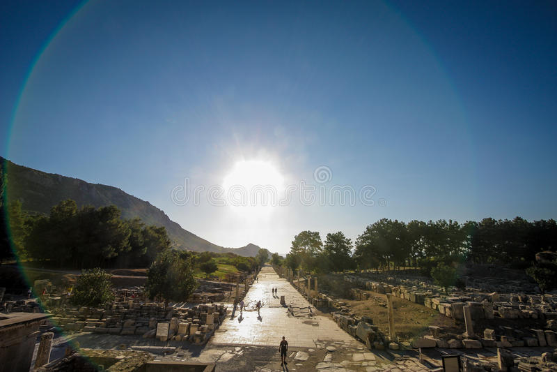 Επίδραση Hallo στις αρχαίες καταστροφές πόλεων Ephesus στοκ εικόνες με δικαίωμα ελεύθερης χρήσης
