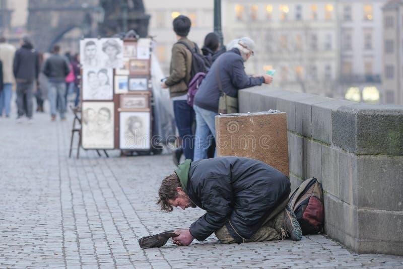 Επαίτης στην Πράγα στοκ εικόνες
