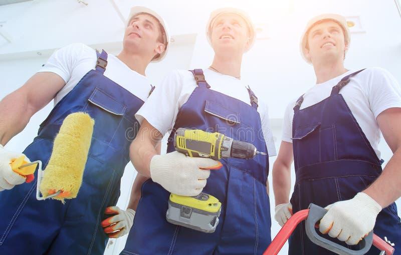 Επαγγελματική ομάδα των οικοδόμων με τα εργαλεία στοκ φωτογραφίες