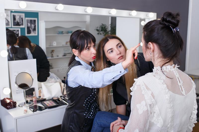 Επαγγελματικός δάσκαλος makeup στοκ φωτογραφίες με δικαίωμα ελεύθερης χρήσης
