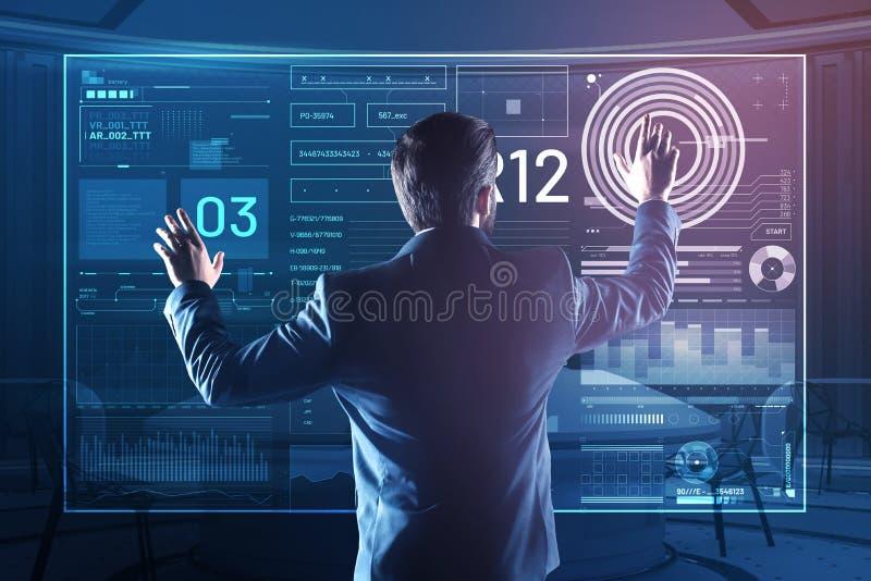 Επαγγελματικός διοικητής βάσεων δεδομένων σχετικά με τα εικονίδια στην οθόνη στοκ εικόνα με δικαίωμα ελεύθερης χρήσης