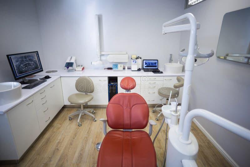 Επαγγελματικά εργαλεία καρεκλών και οδοντιάτρων οδοντιατρικής στοκ φωτογραφίες με δικαίωμα ελεύθερης χρήσης