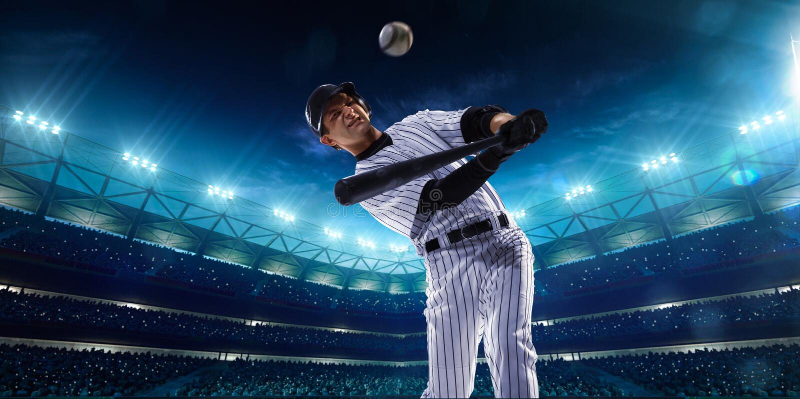 Επαγγελματικοί παίχτες του μπέιζμπολ στο μεγάλο χώρο νύχτας στοκ φωτογραφίες