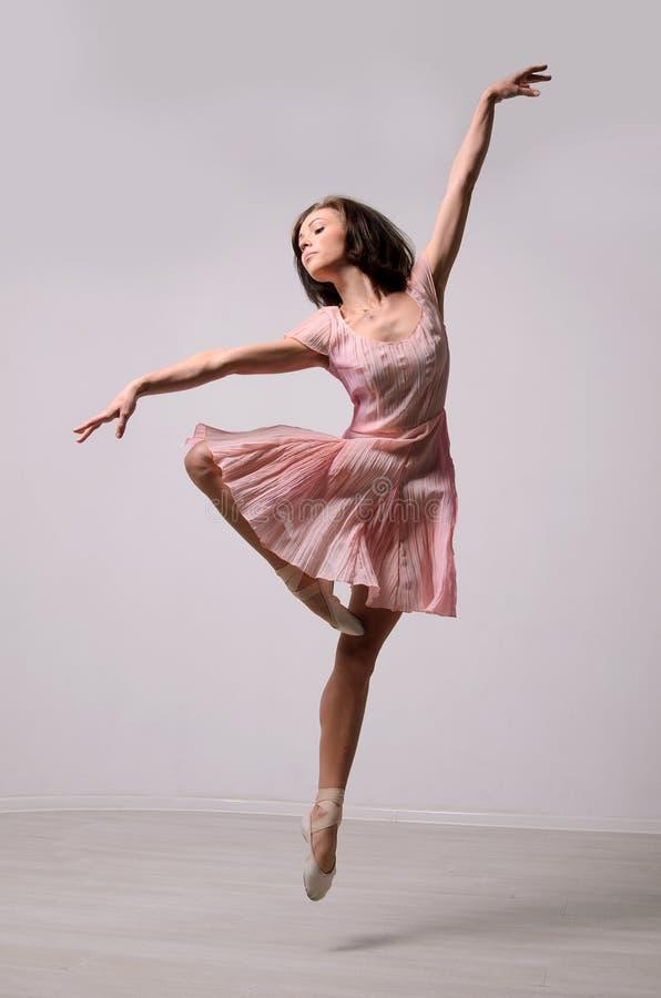 Επαγγελματικό ballerina άλματος στοκ εικόνα