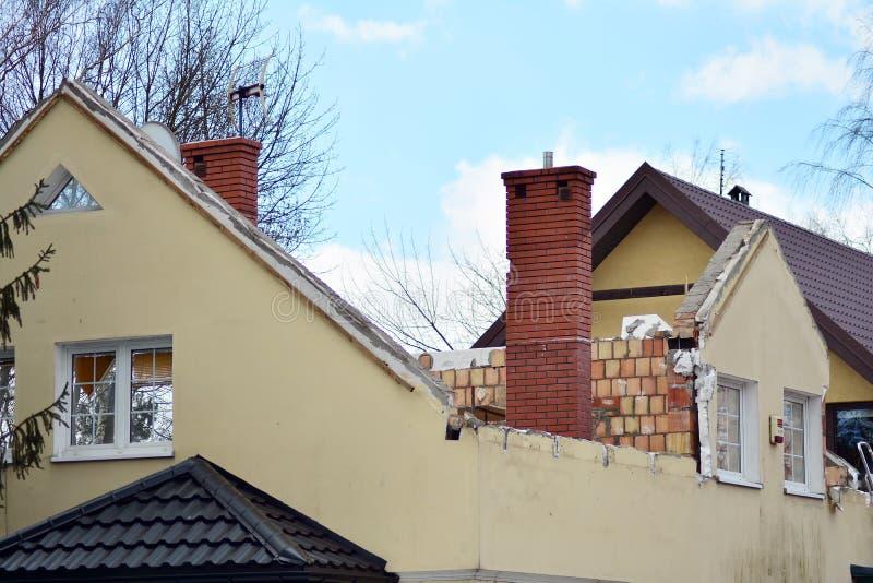 Επανοικοδόμηση ενός οικογενειακού σπιτιού και προσθήκη μιας επέκτασης στοκ φωτογραφία με δικαίωμα ελεύθερης χρήσης
