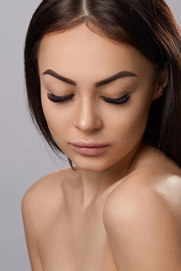 Επεκτάσεις Eyelashes eyelashes απομίμηση στοκ φωτογραφία με δικαίωμα ελεύθερης χρήσης