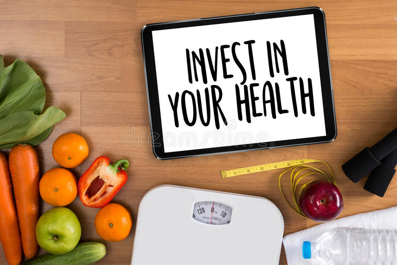 Επενδύστε στην υγεία σας, υγιής έννοια τρόπου ζωής με τη διατροφή και στοκ εικόνα