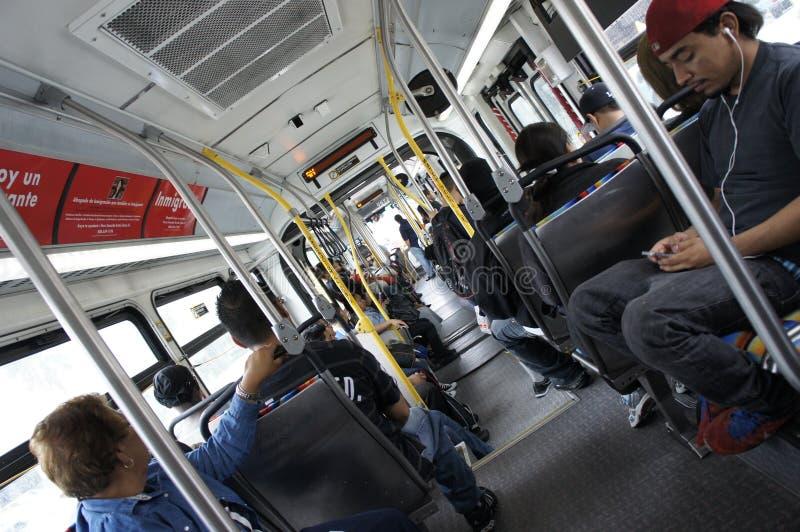 Επιβάτες μέσα στο λεωφορείο στοκ εικόνες
