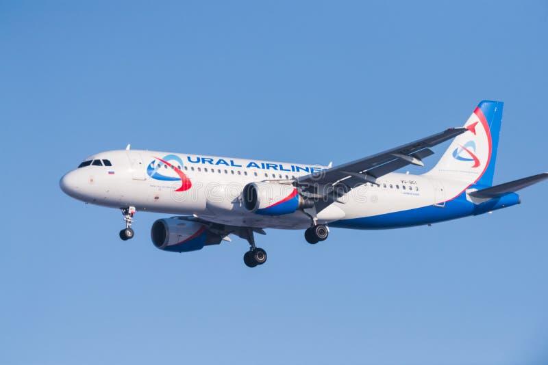 Επιβατηγά αεροσκάφη airbus A320-214 vq-BCI Ural στοκ εικόνες