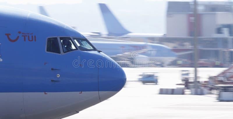 Επιβατηγό αεροσκάφος που απογειώνεται από τον αερολιμένα της Μαγιόρκα στοκ φωτογραφίες με δικαίωμα ελεύθερης χρήσης
