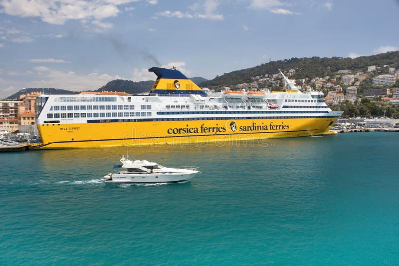 Επιβατηγό πλοίο μέγα Expres, πορθμείων πολυτέλειας της Κορσικής Σαρδηνία επιχείρησης στοκ εικόνα με δικαίωμα ελεύθερης χρήσης