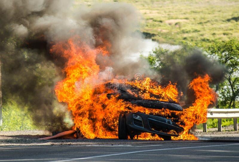 Επιβατικό αυτοκίνητο σε μια πυρκαγιά στοκ φωτογραφία με δικαίωμα ελεύθερης χρήσης