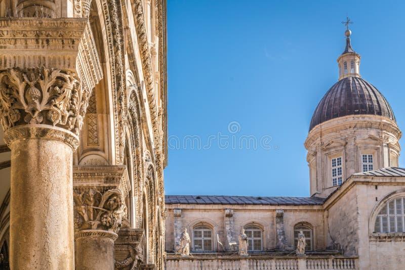 Επιβολή του θόλου πύργων εκκλησιών σε Dubrovnik στοκ φωτογραφία