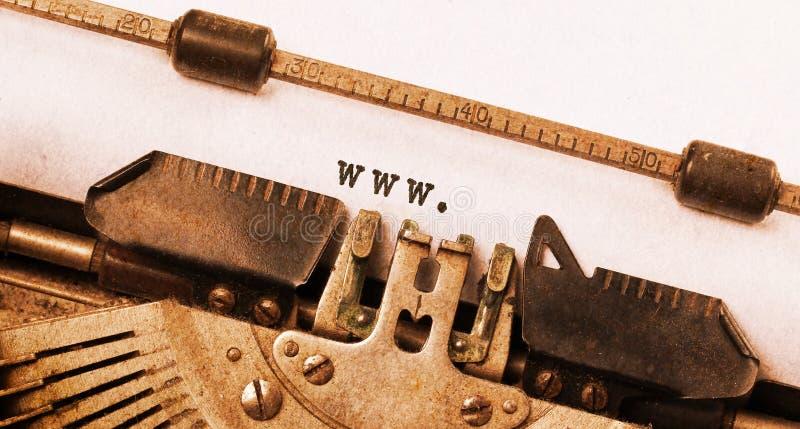 Επιγραφή που γίνεται εκλεκτής ποιότητας από την παλαιά γραφομηχανή στοκ φωτογραφίες με δικαίωμα ελεύθερης χρήσης
