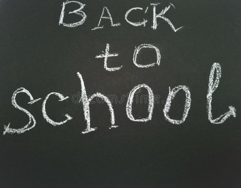 Επιγραφή στο σχολικό πίνακα πίσω στο σχολείο στοκ φωτογραφίες με δικαίωμα ελεύθερης χρήσης