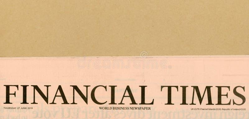 Επιγραφή της εφημερίδας παγκόσμιων επιχειρήσεων των Financial Times στο Λονδίνο στοκ εικόνες με δικαίωμα ελεύθερης χρήσης