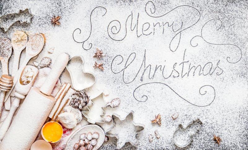 Επιγραφή Χαρούμενα Χριστούγεννας στο καταπληκτικό υπόβαθρο Χριστουγέννων στοκ φωτογραφία με δικαίωμα ελεύθερης χρήσης