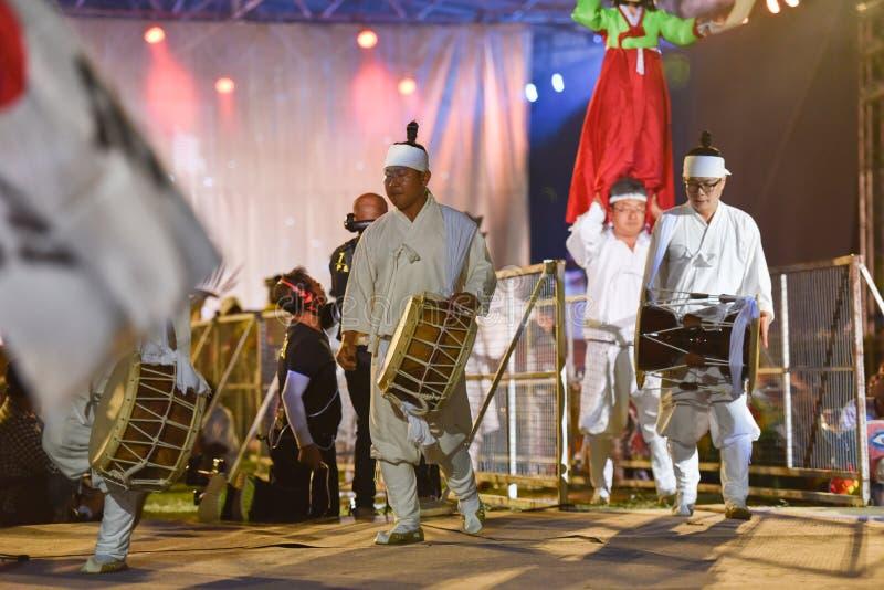 Επιδείξτε το χορό από το διεθνές φεστιβάλ μασκών της Νότιας Κορέας στοκ φωτογραφία