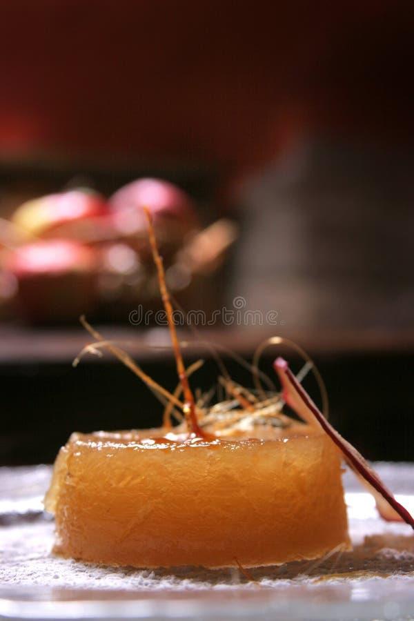 Επιδόρπιο εύγευστων μήλων με την κρέμα πουτίγκας στοκ εικόνες με δικαίωμα ελεύθερης χρήσης