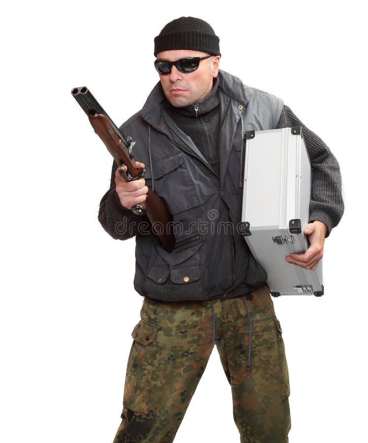 Επικίνδυνος γκάγκστερ με το κυνηγετικό όπλο. στοκ φωτογραφία με δικαίωμα ελεύθερης χρήσης