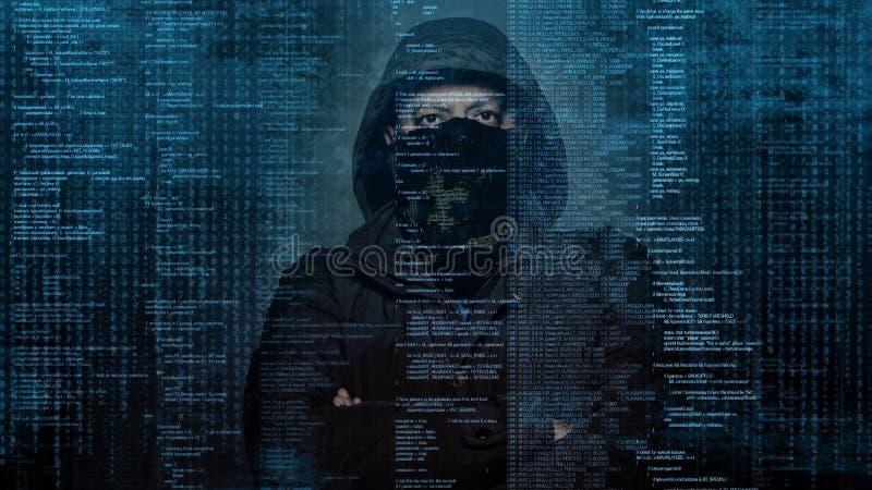 Επικίνδυνα stealing στοιχεία χάκερ - έννοια στοκ εικόνες με δικαίωμα ελεύθερης χρήσης