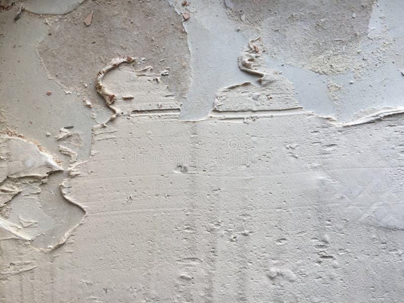 Επικεράμωση της κόλλας στον τοίχο στοκ εικόνα