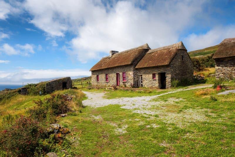 Επικεφαλής εξοχικά σπίτια πείνας Slea στην Ιρλανδία στοκ εικόνα