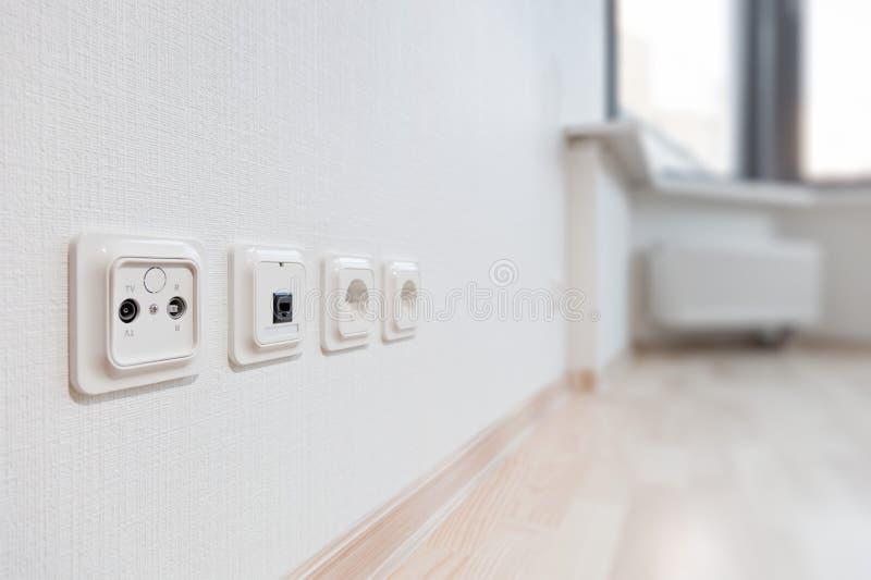 Επικοινωνία στο νέο διαμέρισμα στοκ φωτογραφίες