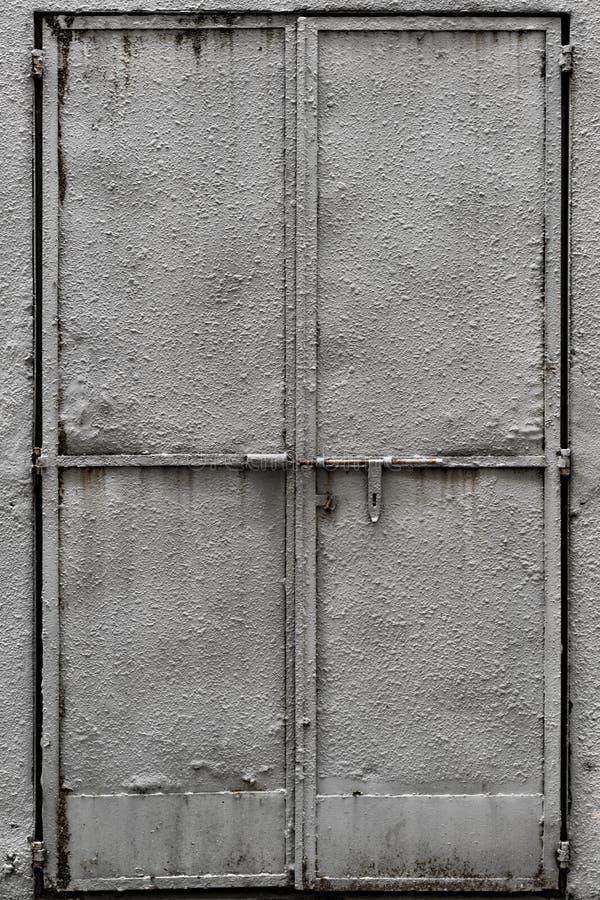 Επικονιασμένη πόρτα μετάλλων στοκ φωτογραφία με δικαίωμα ελεύθερης χρήσης