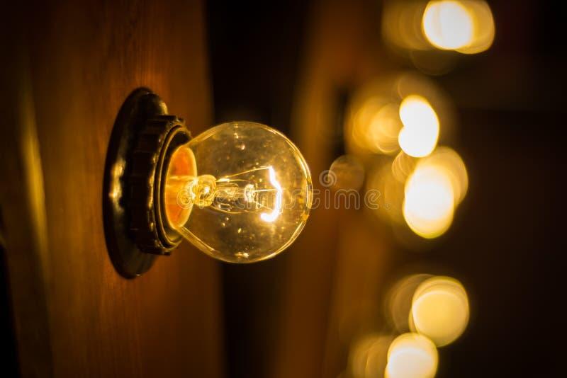 Επιλεκτική εστίαση φωτογραφίας στη λυχνία Edison στοκ εικόνες με δικαίωμα ελεύθερης χρήσης