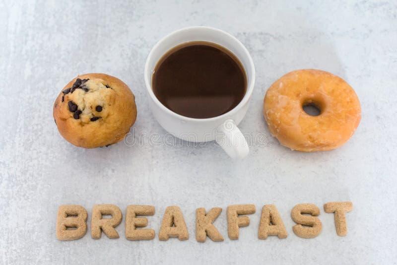 Επιλογές πρωινού για ντόνατ ή μάφιν στοκ εικόνες